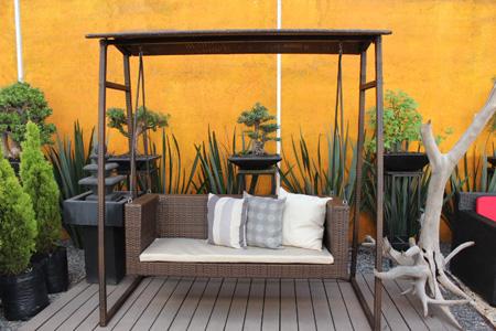 Colores de pintura que no fallan en terrazas y patios for Gravilla colores para jardines