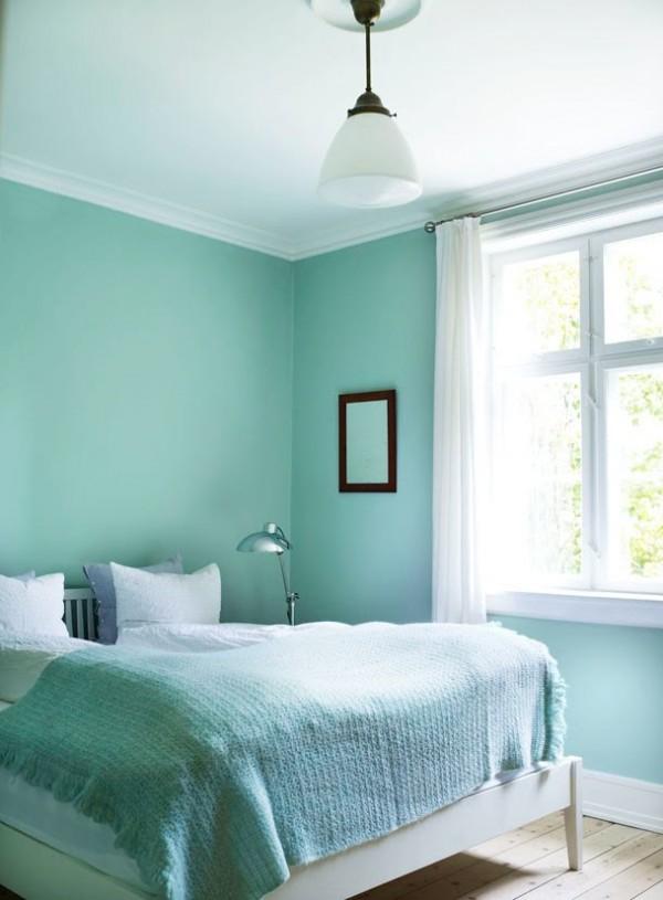 Dormitorio-pequeño-menta-y-blanco-600x815