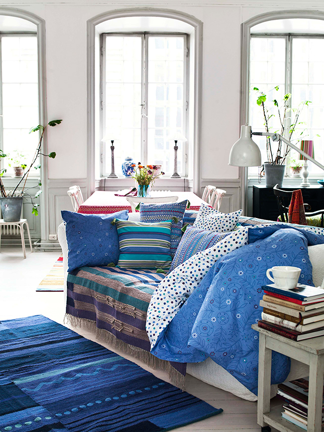 Sofa-_-Gudren-Sjoden-_-How-to-decorate-with-colour-the-Scandinavian-way-_-The-Relaxed-Home